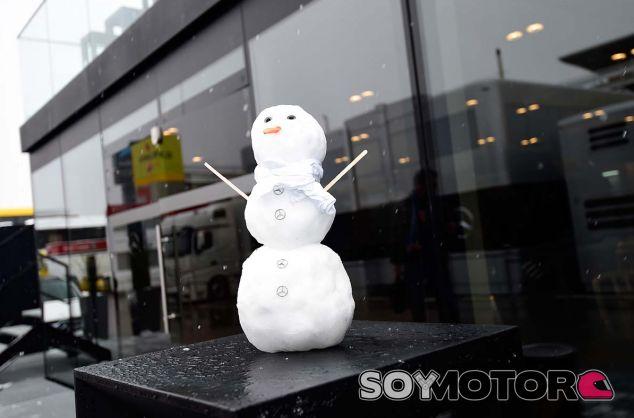 Muñeco de nieve de Mercedes - SoyMotor.com