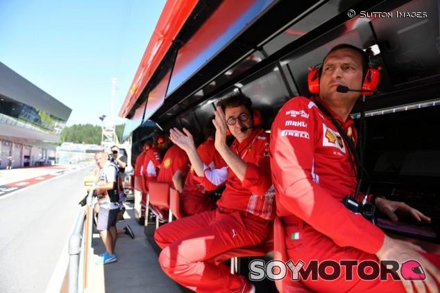 La radio de Ferrari revela que Leclerc ignoró la orden de entrar al box – SoyMotor.com