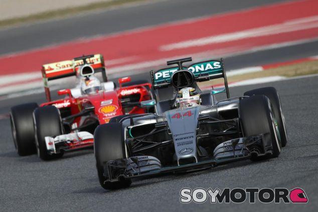 Murray Walker no entiende las críticas a la F1 - LaF1
