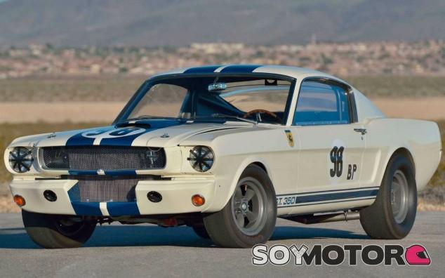 Un Mustang Shelby GT350R, Ken Miles y la historia de un récord - SoyMotor.com