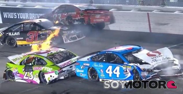 Colisión múltiple en la última carrera de Nascar - SoyMotor.com