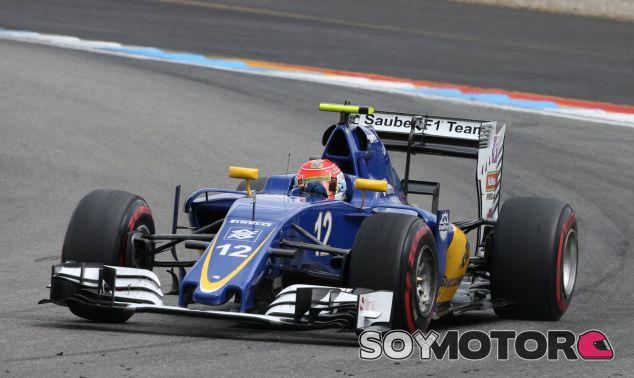 Felipe Nasr subido a su Sauber - LaF1