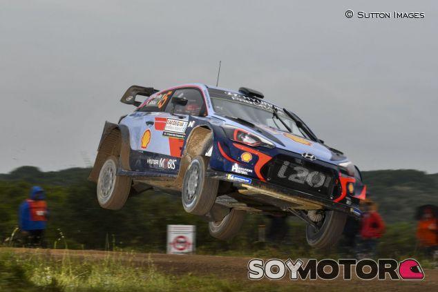 Thierry Neuville y Nicolas Gilsoul en el Rally de Italia 2018 - SoyMotor.com