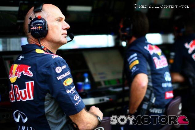 Después de varias carreras, Newey estuvo presente en el muro de Red Bull en Silverstone - LaF1