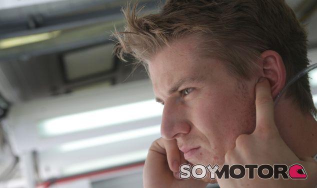 Nico Hulkenberg en el box de Sauber - LaF1