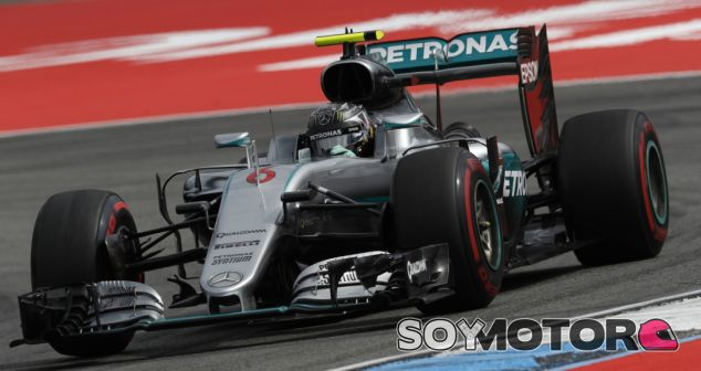 Rosberg durante una carrera esta temporada - LaF1