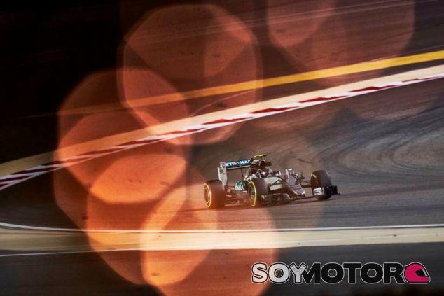 Nico Rosberg en la noche de Baréin - LaF1