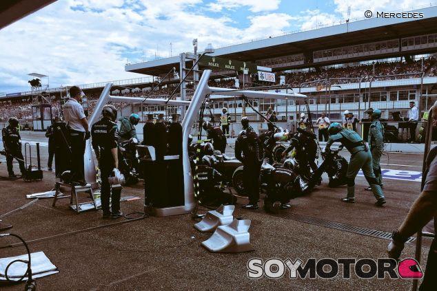 Nico Rosberg durante su stop and go - LaF1