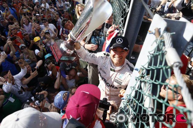 Nico Rosberg celebra su victoria en Spa-Francorchamps - LaF1