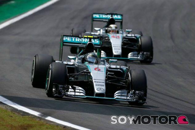 La rivalidad entre los dos pilotos de Mercedes puede aumentar en 2016 - LaF1
