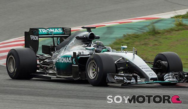 Nico Rosberg con los Pirelli de 2017 - LaF1