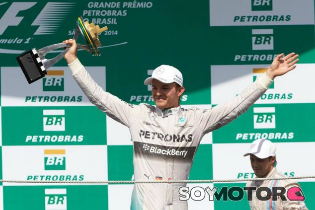 Los dos pilotos de Mercedes continúan la guerra fuera de la pista - LaF1