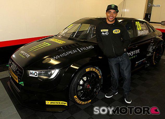 Nicolas Hamilton posa con el Audi con el que participará en el BTCC - LaF1.es