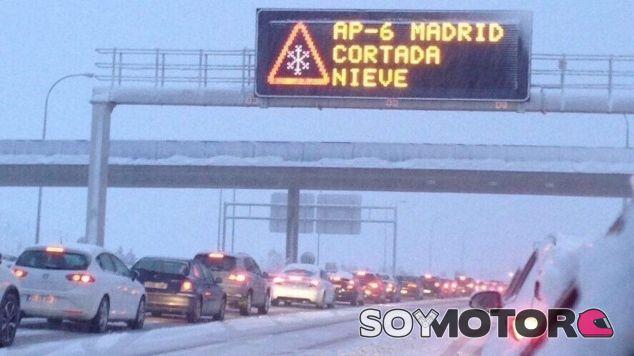 Cartel de la nevada en la AP-6 – SoyMotor.com