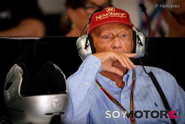 Niki Lauda en el box de Mercedes - LaF1.es