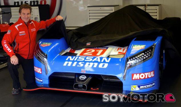 Nissan conmemora la pole en Le Mans de 1990 con una decoración retro - SoyMotor