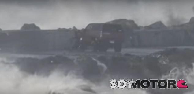 Un Nissan pick-up contra viento y marea - SoyMotor.com