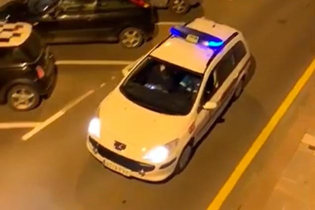 Raimundo, el policía que lee cartas de Pikachu a los niños - SoyMotor.com