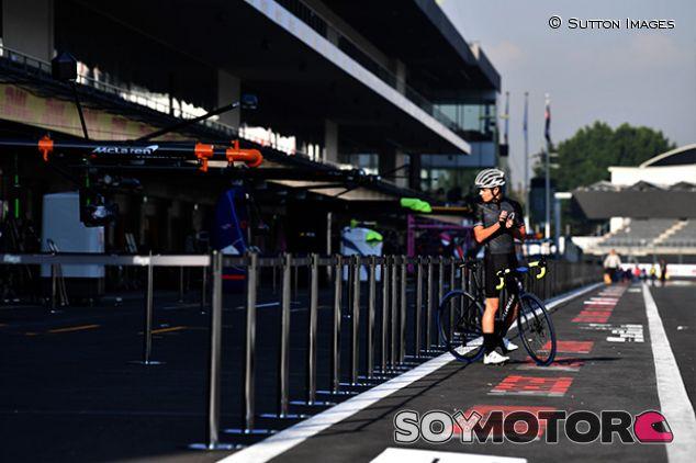 Lando Norris en bici en México - SoyMotor.com