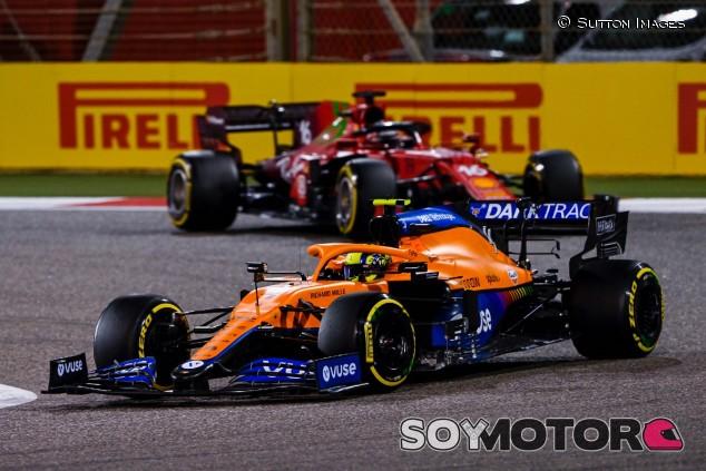 Norris y Leclerc en el GP de Baréin - SoyMotor.com