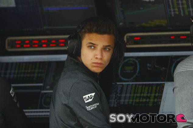 Lando Norris durante un Gran Premio de F1 esta temporada - SoyMotor.com