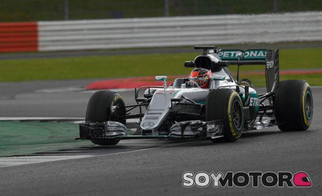 Ocon durante un test con Mercedes en 2016 - SoyMotor