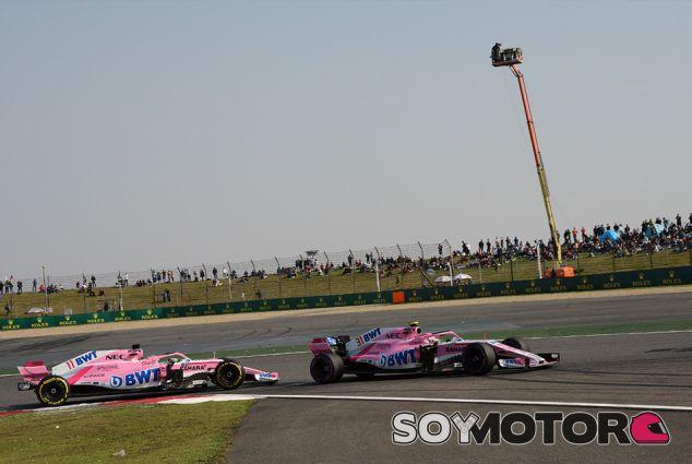 Esteban Ocon y Sergio Pérez en Shanghái - SoyMotor.com