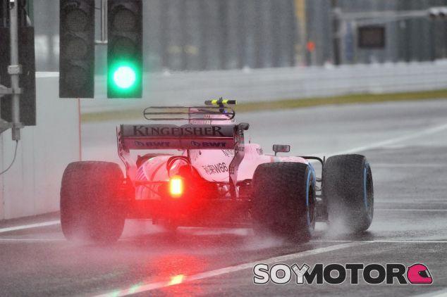 El coche de Force India bajo la lluvia en Suzuka – SoyMotor.com