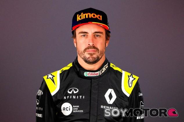 Fernando Alonso vestido de Renault, montaje - SoyMotor.com