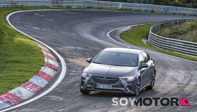 El Opel Insignia GSi en pleno Nürburgring - SoyMotor