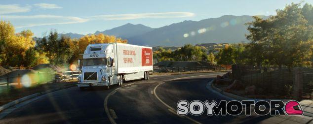 El primer camión sin conductor de Otto y Budweiser ha recorrido casi 200 kilómetros - SoyMotor.com