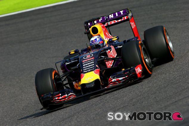 Ricciardo sufre un pinchazo en la primera vuelta - LaF1
