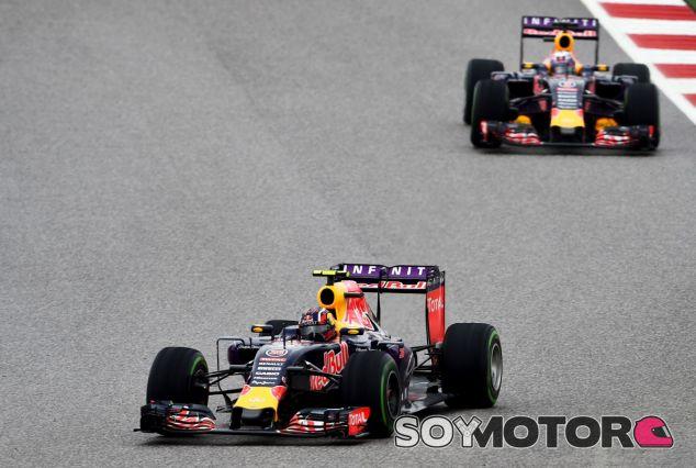 Los dos Red Bull lucharon con Mercedes en la primera parte de la carrera - LaF1