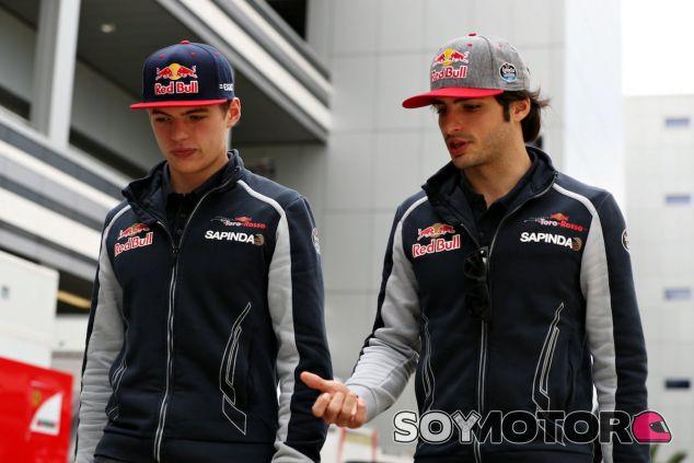 Carlos Sainz junto a Max Verstappen en Sochi - LaF1