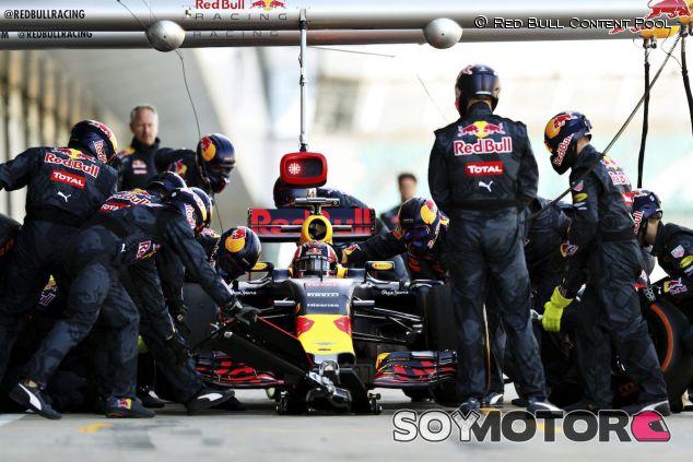 Práctica de pitstop del equipo Red Bull - LaF1