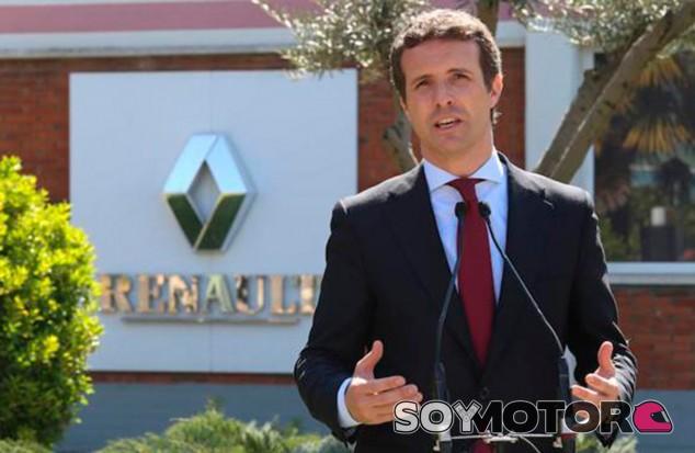 Coches y políticos: Sánchez híbridos, Casado eléctricos - SoyMotor.com