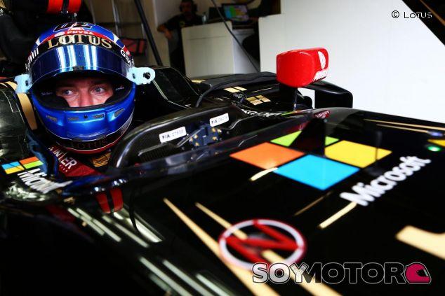 Jolyon Palmer con el Lotus E23 en los test de Austria - LaF1