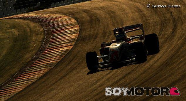 Jolyon Palmer, en Portimao con la F2 (2010) - SoyMotor