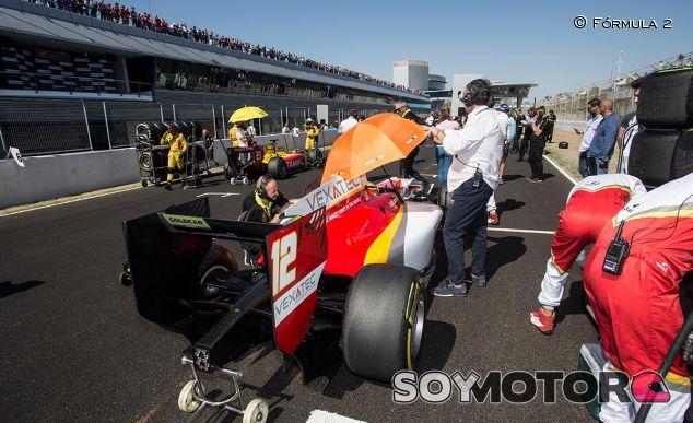 Alex Palou en la parrilla de la carrera larga de la F2 - SoyMotor