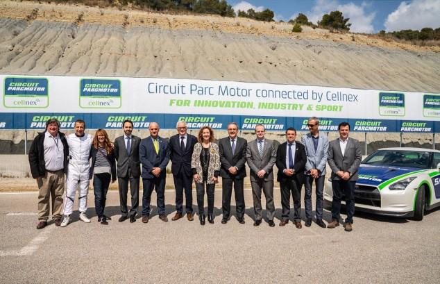 Fotografía de autoridades en la presentación de la asociación - SoyMotor