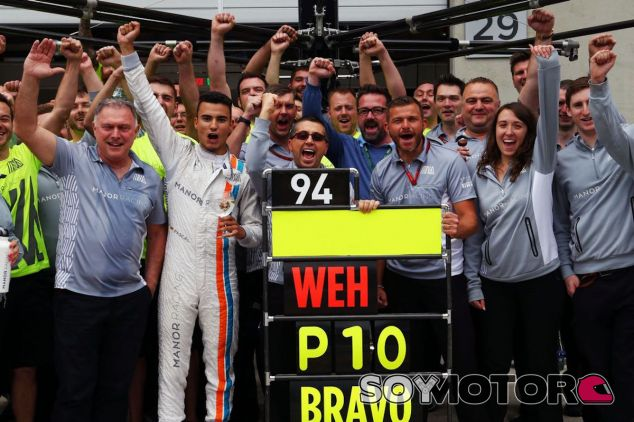 El equipo Manor celebra el décimo puesto de Pascal Wehrlein en Austria - LaF1