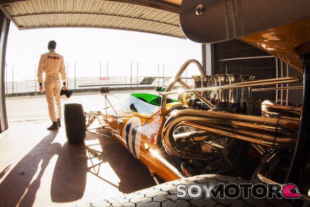 Pedro de la Rosa en el Jarama con el McLaren M10A - LaF1