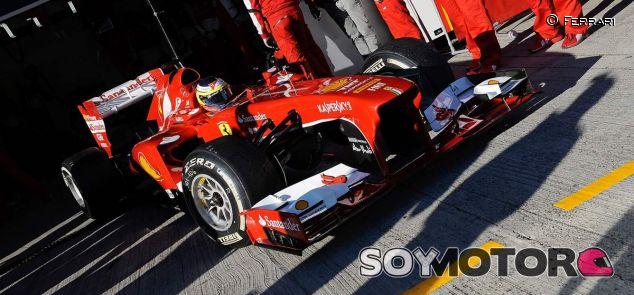 Pedro de la Rosa al volante del F138, en Jerez