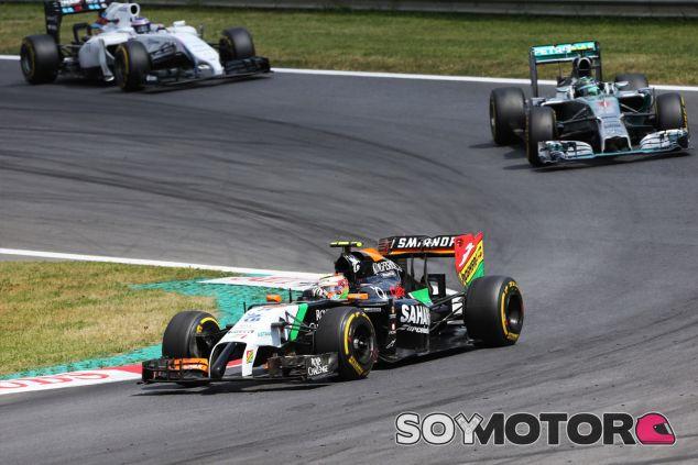 Sergio Pérez en Austria, por delante de Nico Rosberg y Valtteri Bottas - LaF1
