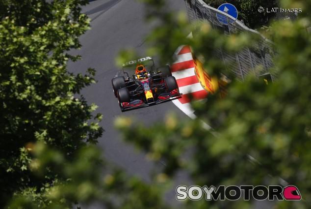 Pérez lidera un doblete Red Bull en los Libres 2 de Bakú; Sainz y Alonso, en el 'top 6' - SoyMotor.com