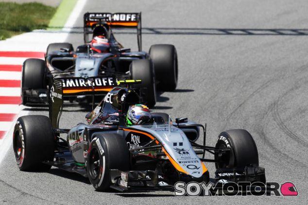 Sergio Pérez y Nico Hülkenberg rodando juntos durante la carrera del GP de España - LaF1