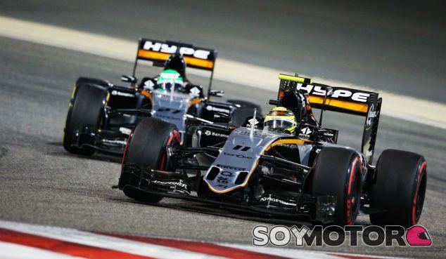 Pérez y Hulkenberg durante una carrera esta temporada - SoyMotor