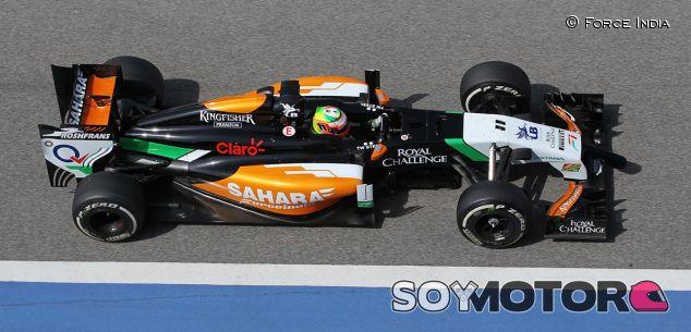 El F14-T abandona a Räikkönen al final de un día sin novedades