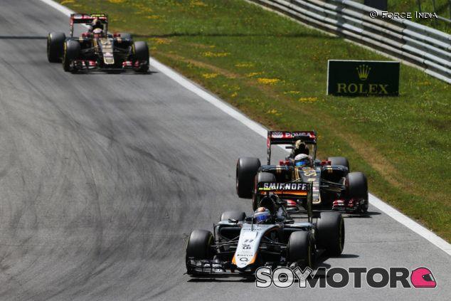 Sergio Pérez por delante de los Lotus en Austria - LaF1