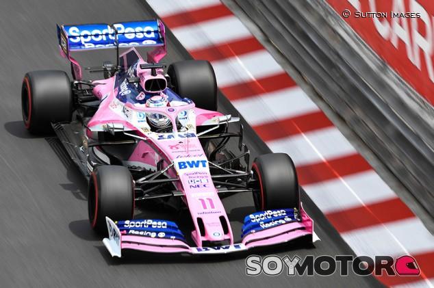 Sergio Pérez, a punto de atropellar a dos comisarios en Mónaco - SoyMotor.com